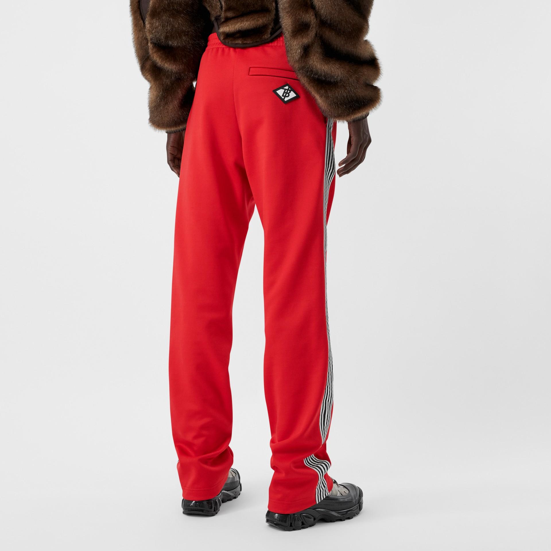 Track pants de malha com cintura dupla e detalhe listrado (Vermelho Intenso) - Mulheres | Burberry - galeria de imagens 2