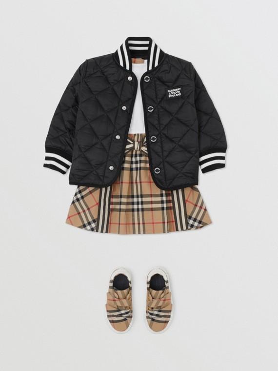 Jacke aus wiederverwertetem Polyester in Rautensteppung (Schwarz)