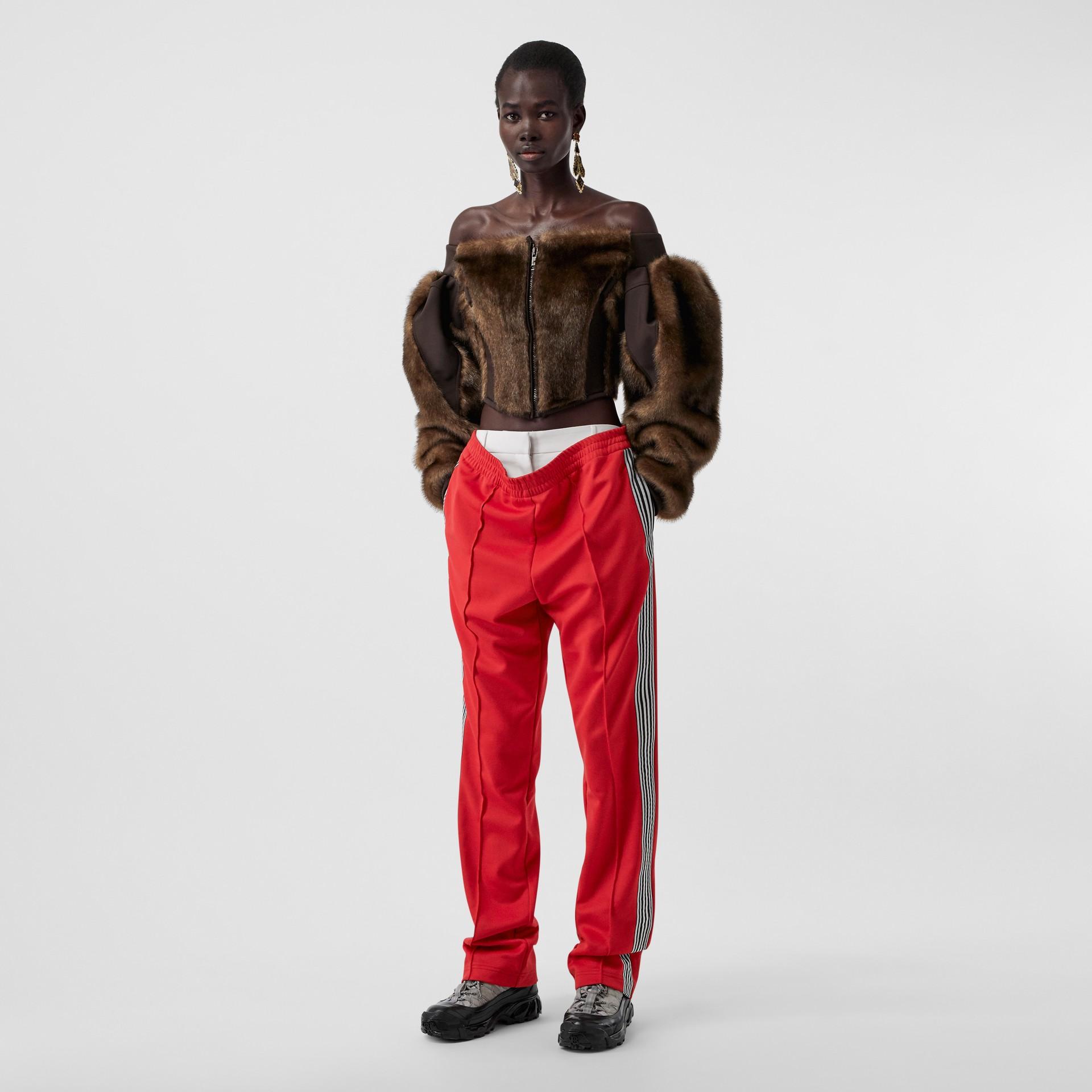 Track pants de malha com cintura dupla e detalhe listrado (Vermelho Intenso) - Mulheres | Burberry - galeria de imagens 0