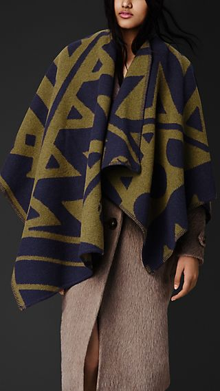 Graphic Motif Blanket Poncho