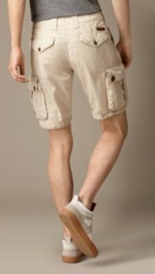 巴宝莉短裤搭配