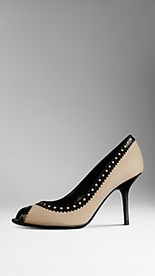 Brogue Detail Pumps