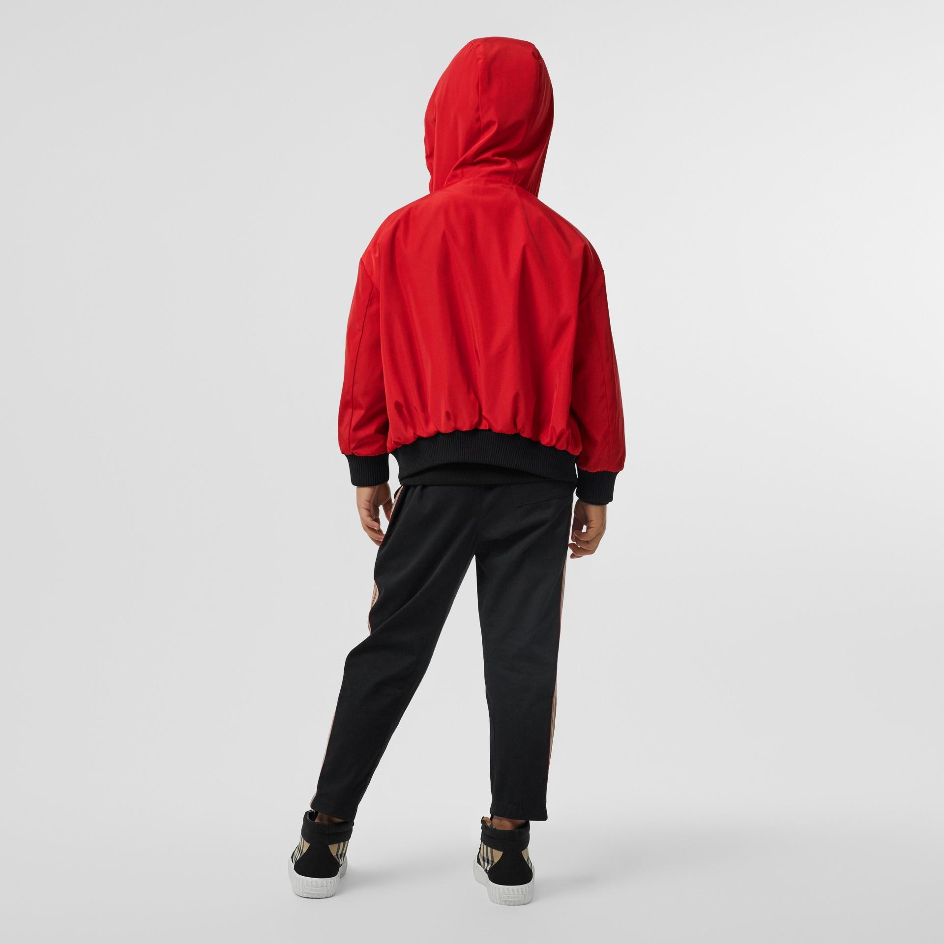 Veste à capuche réversible avec rayures iconiques (Rouge Vif) | Burberry Canada - photo de la galerie 3