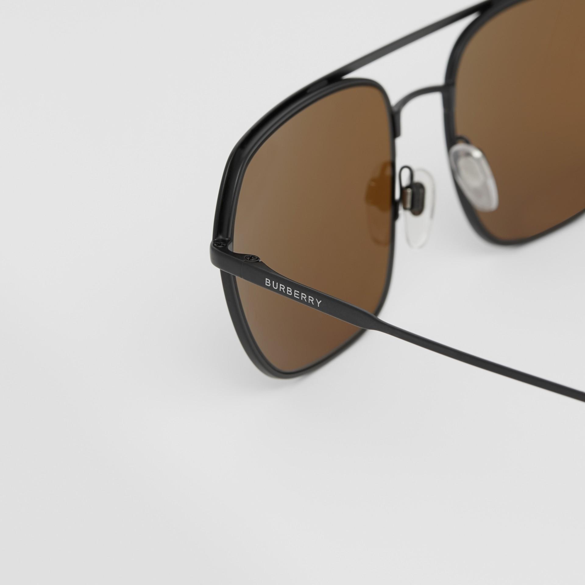 Óculos de sol com armação aviador quadrada - Homens | Burberry - galeria de imagens 1