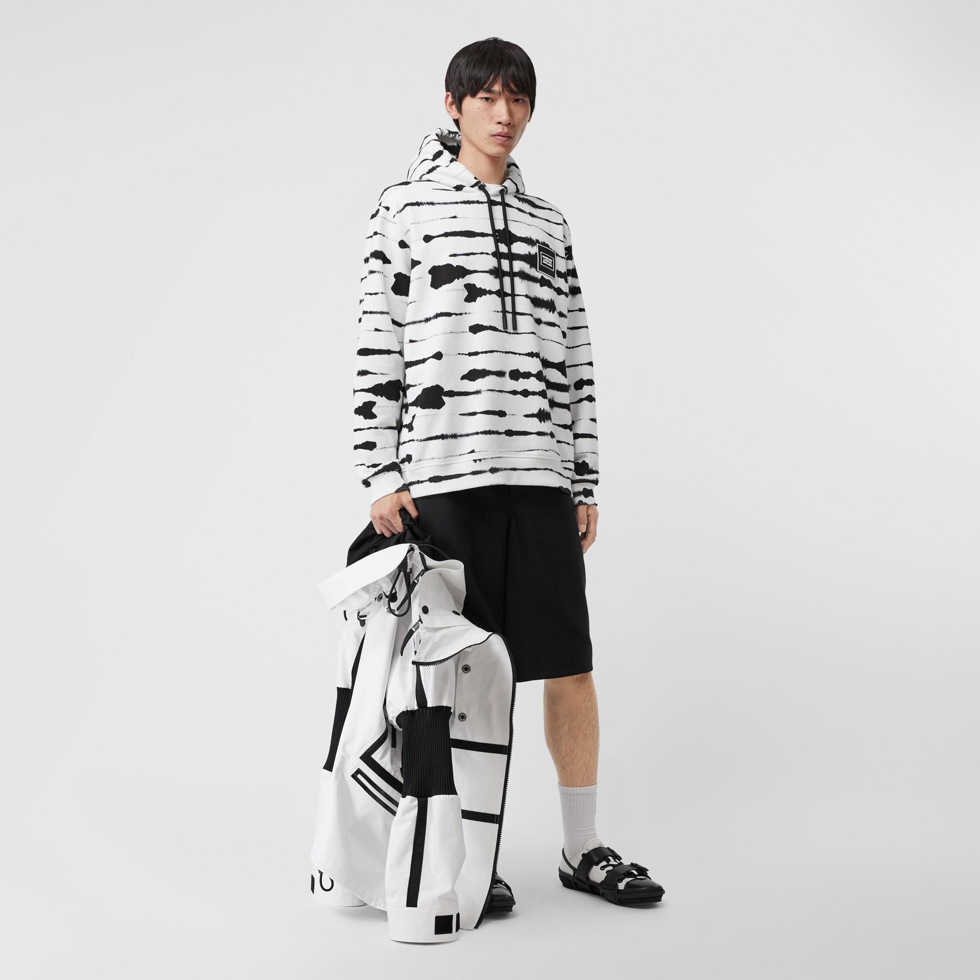 Suéter com capuz com estampa de aquarela e logotipo (Monocromático) | Burberry - galeria de imagens 6