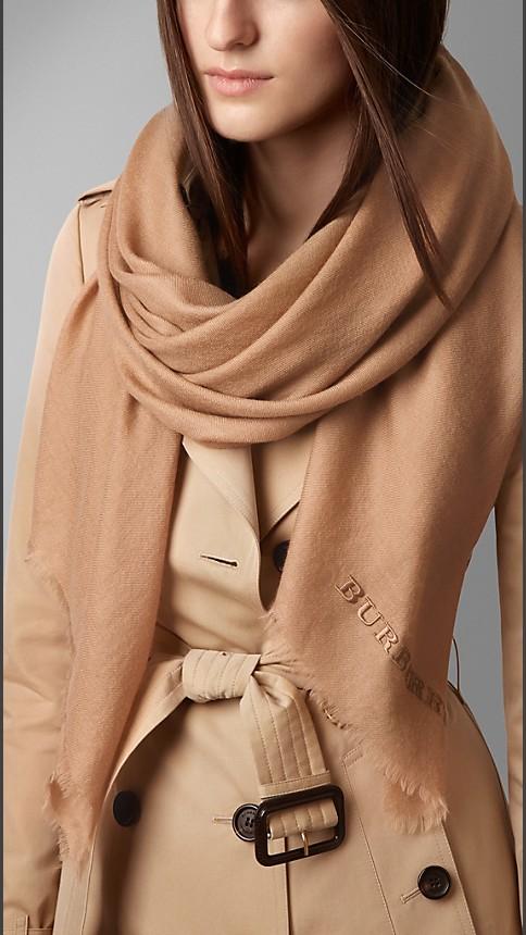 Camel Cachecol leve de cashmere bordado - Imagem 2