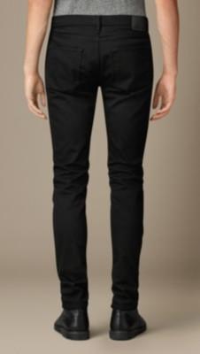 牛仔裤怎样洗不掉色_黑色牛仔裤,怎么洗才不褪色??-