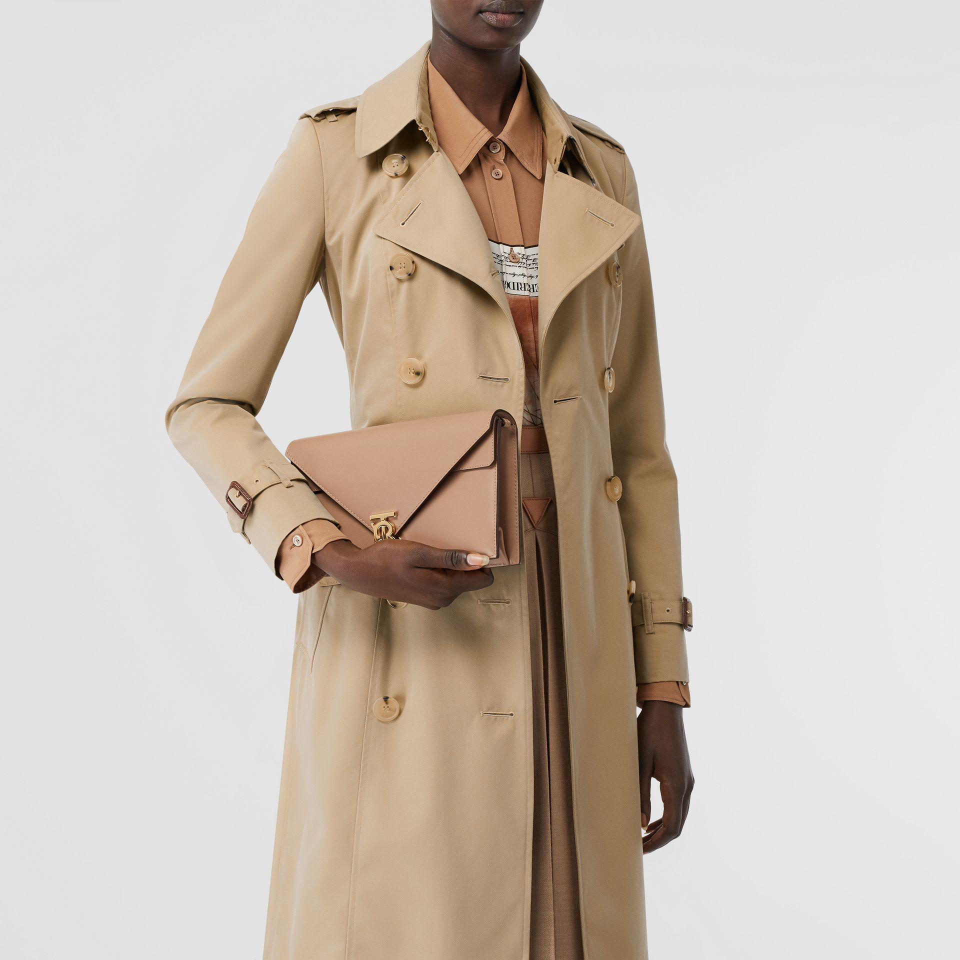 The Long Chelsea Heritage Trench Coat in Honey - Women | Burberry - gallery image 9