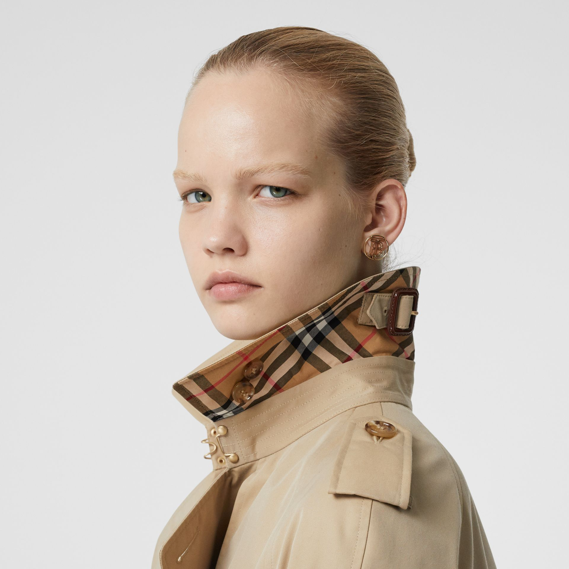 The Long Waterloo Heritage Trench Coat in Honey | Burberry - gallery image 9