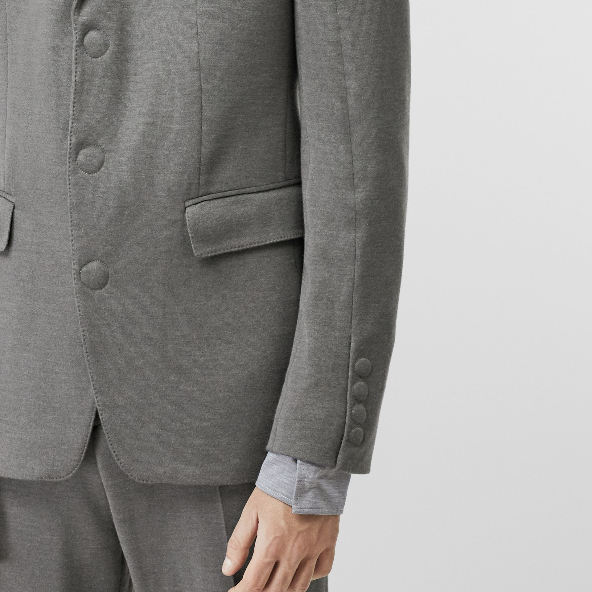 English Fit Cashmere Silk Jersey Tailored Jacket in Cloud Grey | Burberry - gallery image 4