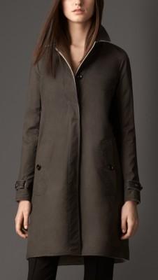 扣式翻盖口袋,汲取传统灵感的袖口扣绊,令设计更加完美 100%羊绒 反面