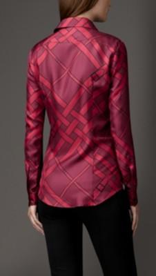 红色格纹衬衫搭配