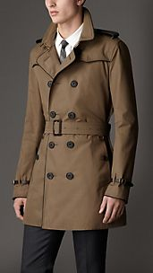 Trench coat de longitud media con detalle en cuero