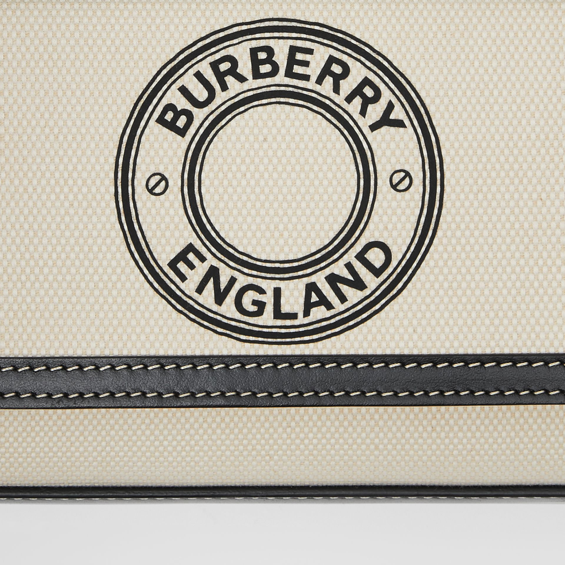 Borsa Pocket mini in tela e pelle con grafica e logo (Naturale/nero) - Donna | Burberry - immagine della galleria 9