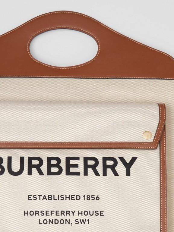 Bolso Pocket mediano en lona y piel de dos tonos (Natural / Marrón Malta) - Mujer | Burberry - cell image 1