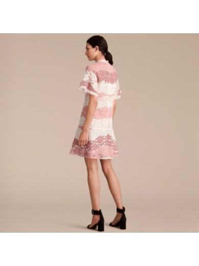 蝴蝶袖花卉蕾丝连衣裙