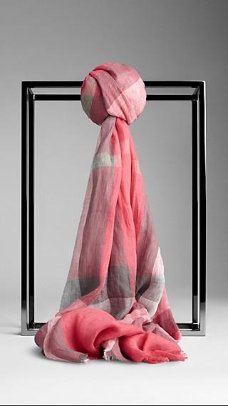 Schal aus Leinen mit Check-Muster