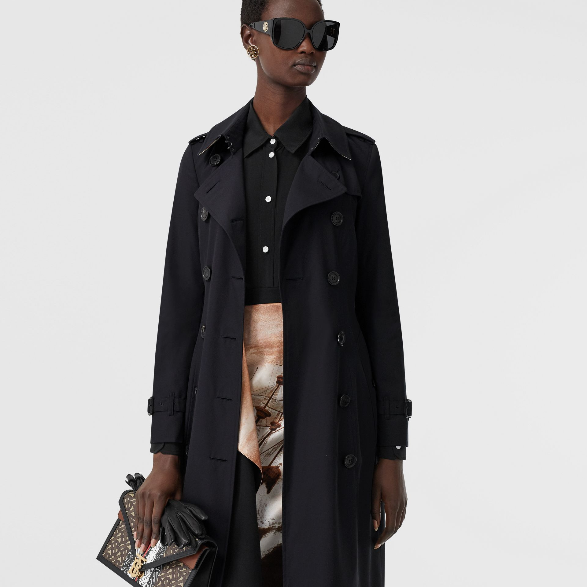 The Long Chelsea Heritage Trench Coat in Midnight | Burberry United States - gallery image 6