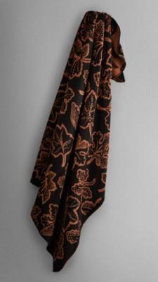 围巾,装饰别具一格的落叶图案