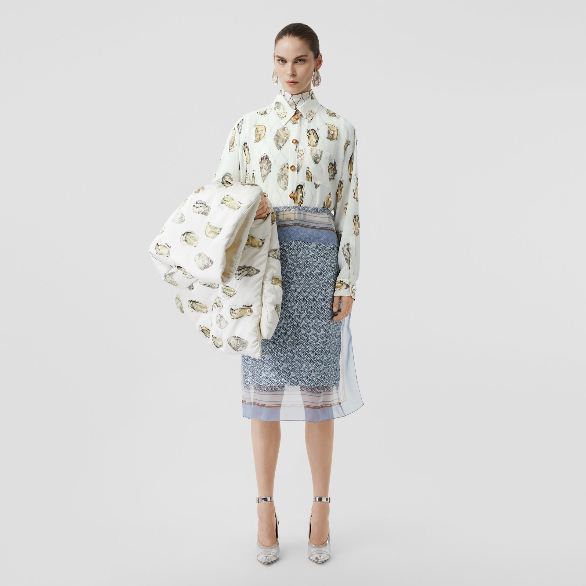 Camisa oversize de seda com estampa de ostra (Branco) - Mulheres | Burberry - galeria de imagens 0