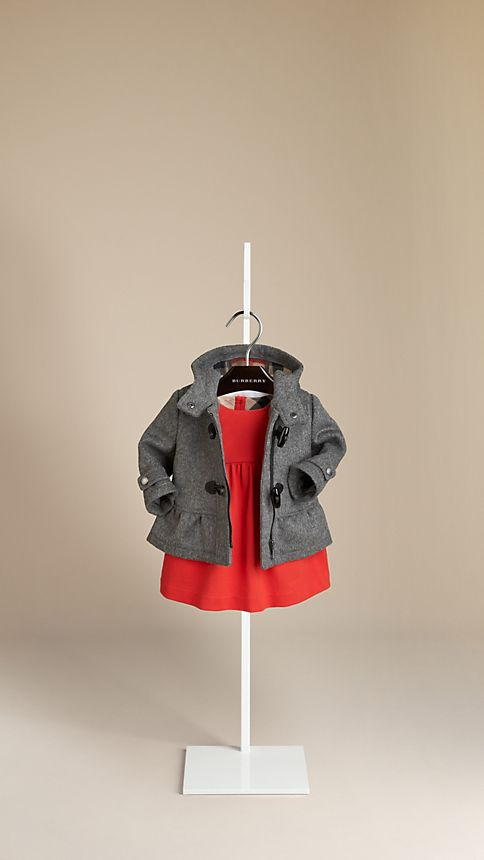 اجمل الملابس الشتوية للبنوتات الصغار . ee8bf69dde1160591d82