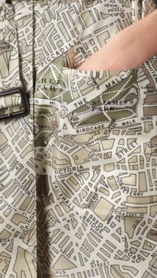 伦敦手绘地图丝质卡班大衣