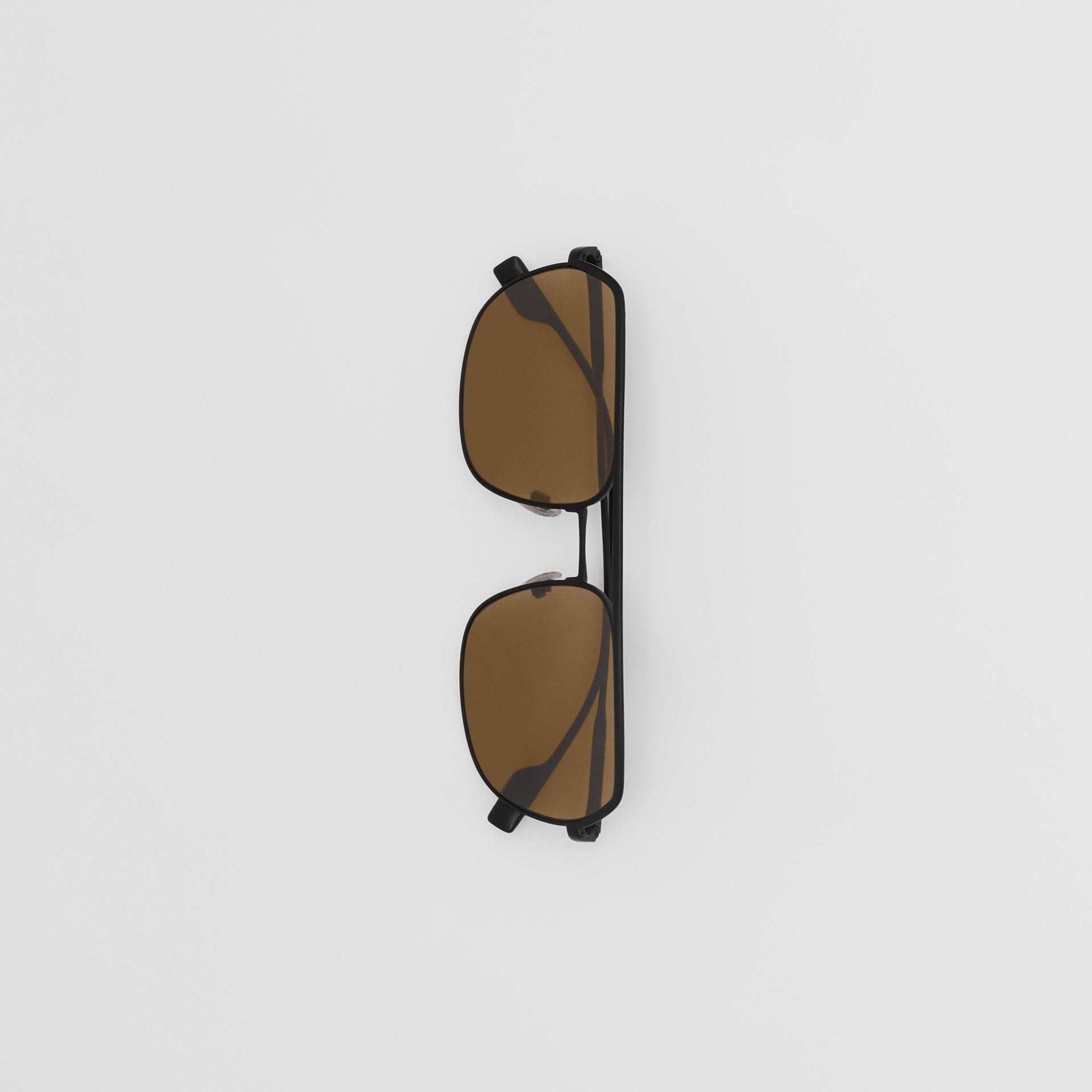 Óculos de sol com armação aviador quadrada - Homens | Burberry - galeria de imagens 3