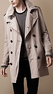 Trench coat plegable de longitud media en tejido técnico