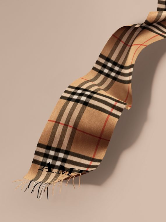 The Classic Cashmere Scarf in Check in Camel
