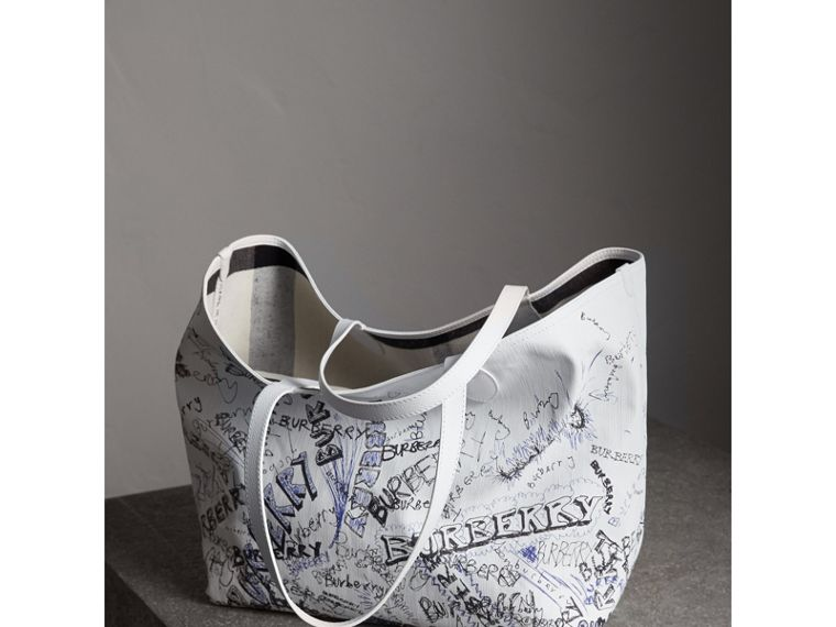 The Large Reversible Doodle Tote in White | Burberry Canada - cell image 4