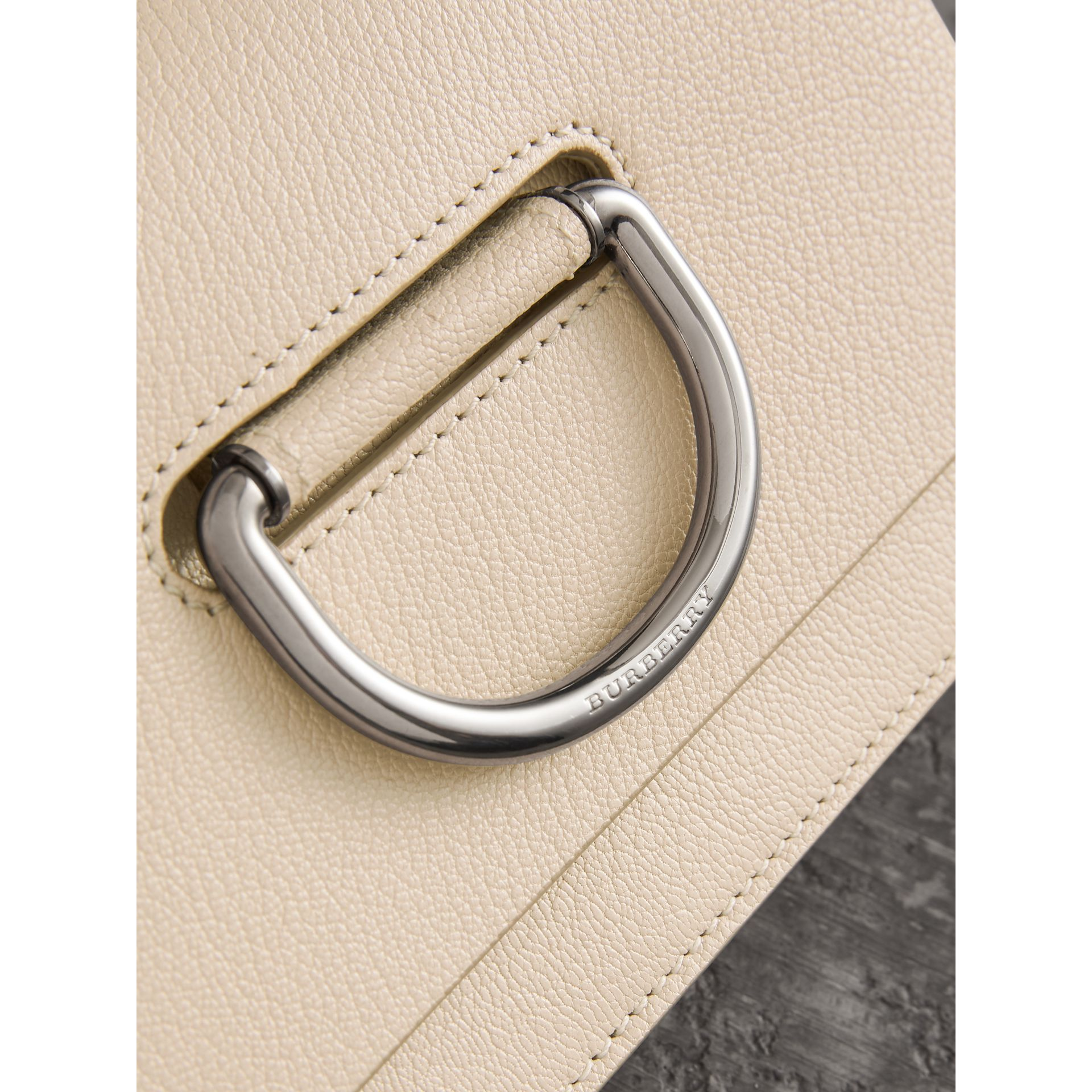 Mini sac The D-ring en cuir (Stone) - Femme | Burberry Canada - photo de la galerie 1