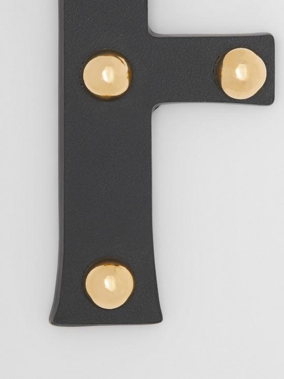 Ciondolo a forma di F in pelle con borchie (Nero/oro Chiaro) | Burberry - cell image 1