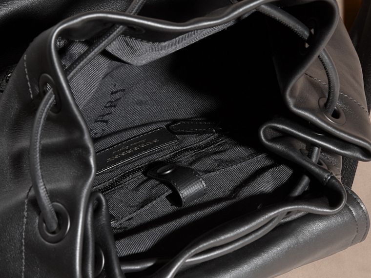 Black The Large Rucksack in Water-repellent Leather Black - cell image 4