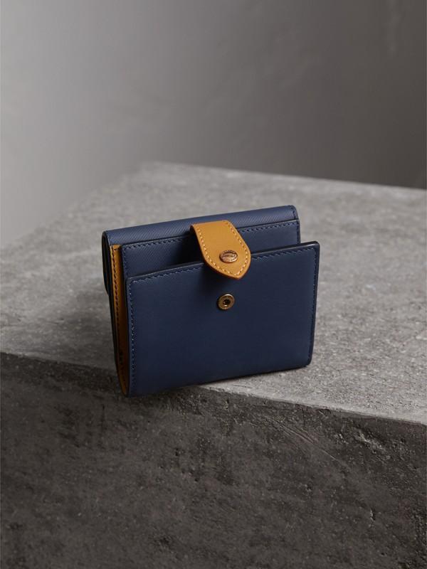 Portefeuille en cuir trench bicolore (Bleu Encre/jaune Ocre) - Femme | Burberry - cell image 2