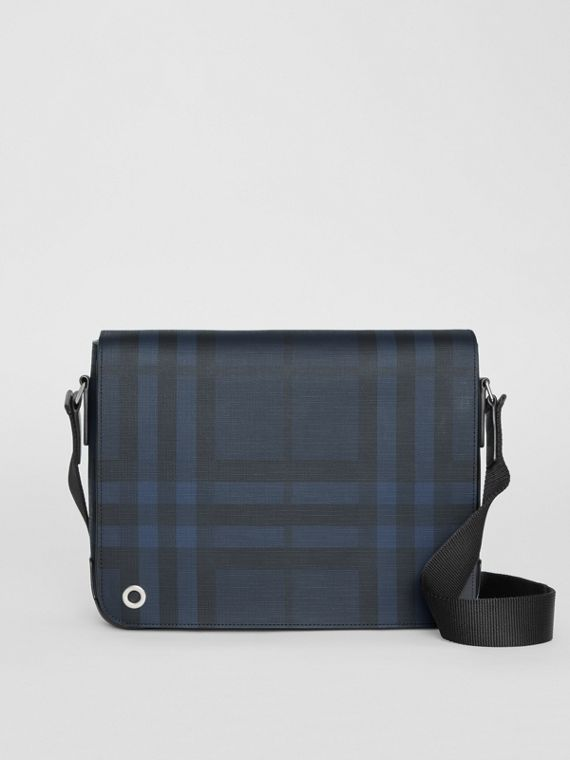 Cartella a tracolla piccola con motivo London check (Navy/nero)