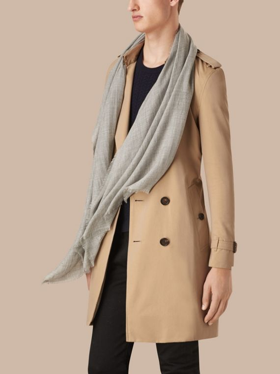 Pale grey The Lightweight Cashmere Scarf Pale Grey - cell image 3