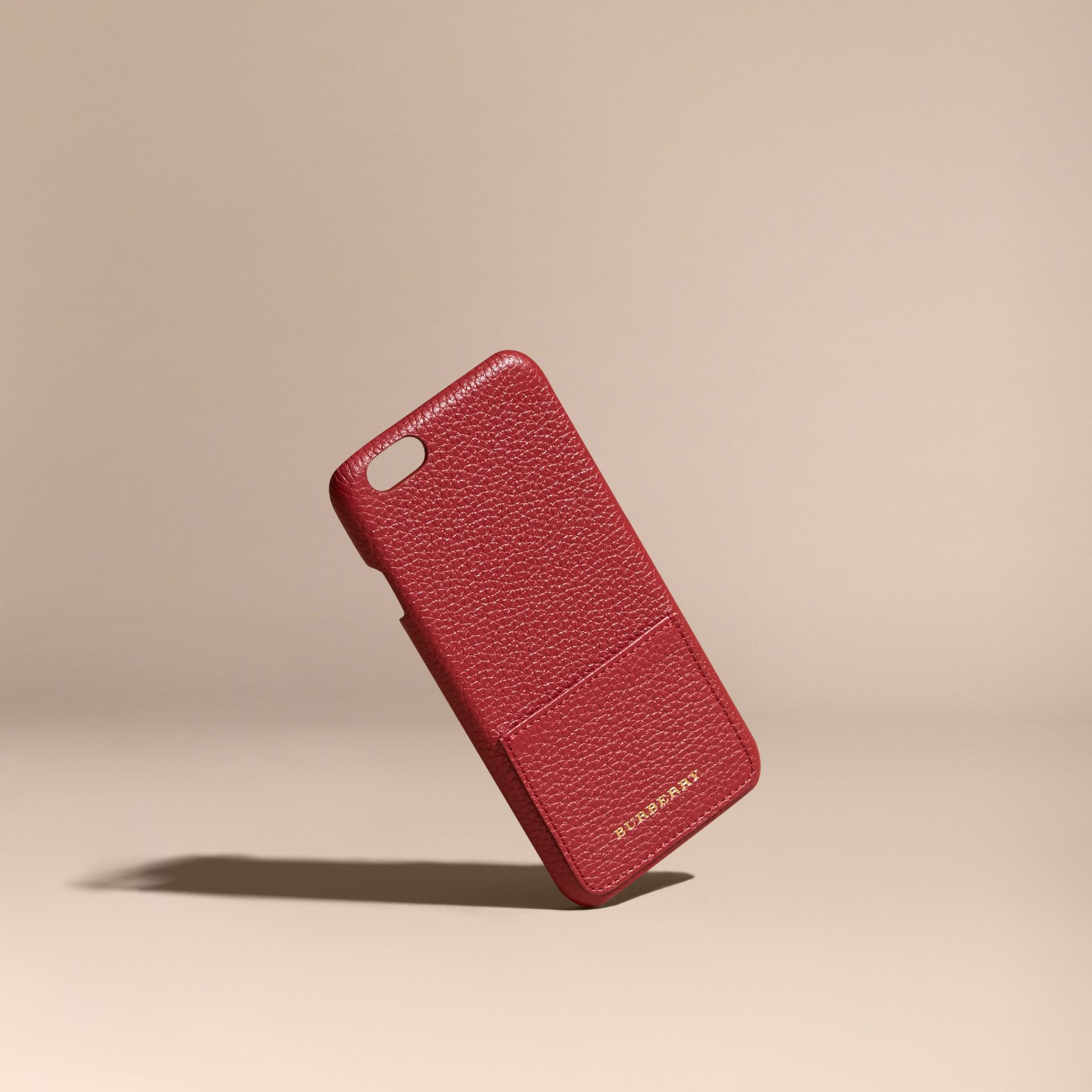 Étui pour iPhone 6 en cuir grené (Rouge Parade) | Burberry - photo de la galerie 1