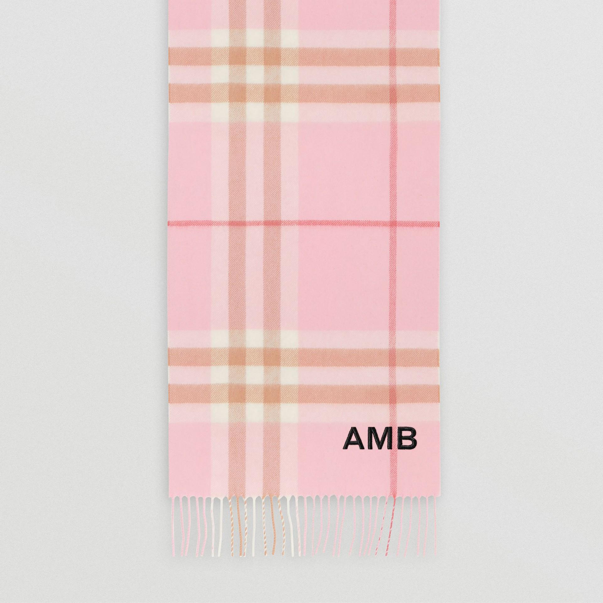 經典格紋喀什米爾圍巾 (糖果粉紅) | Burberry - 圖庫照片 8