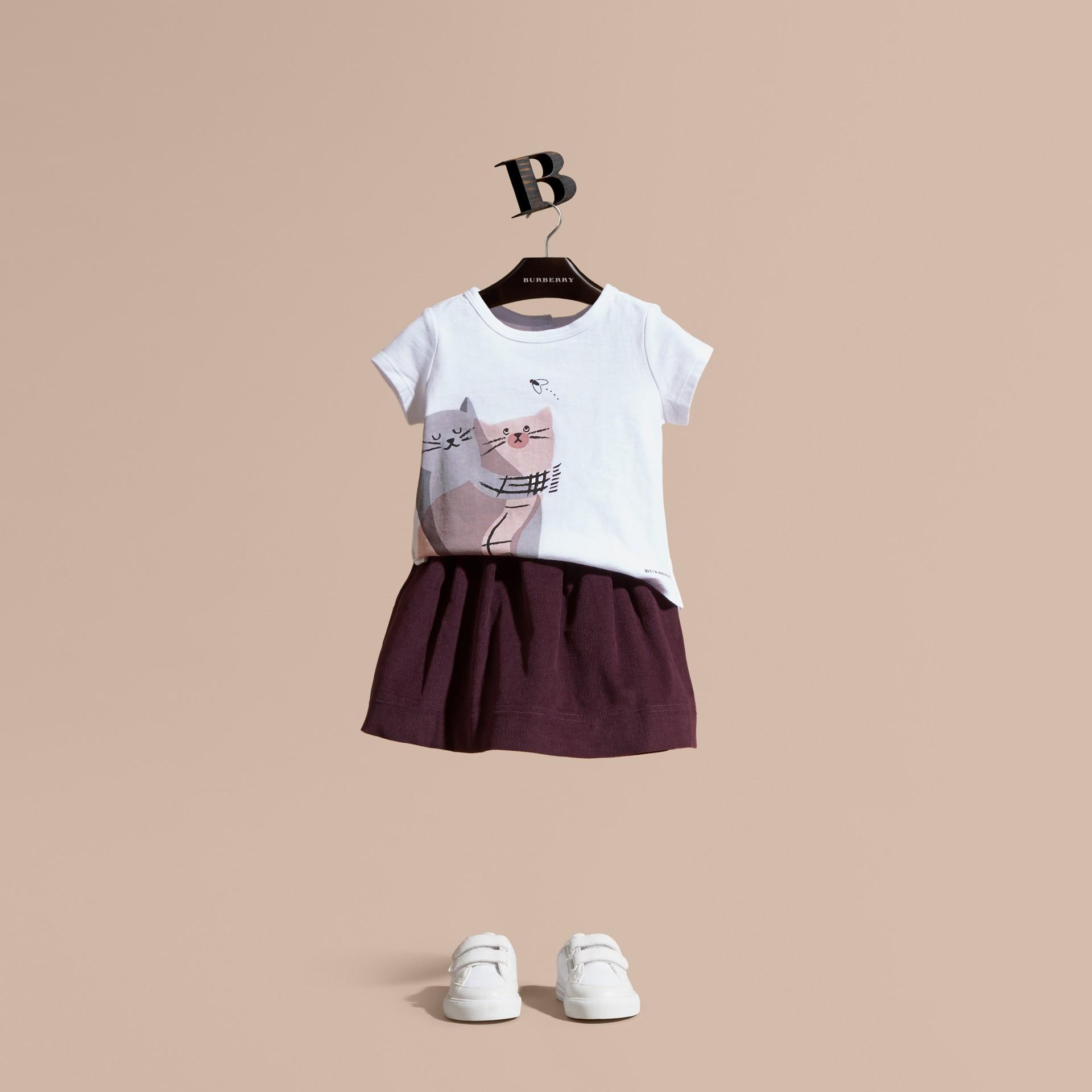 Rosa gesso T-shirt in cotone con gatto - immagine della galleria 1