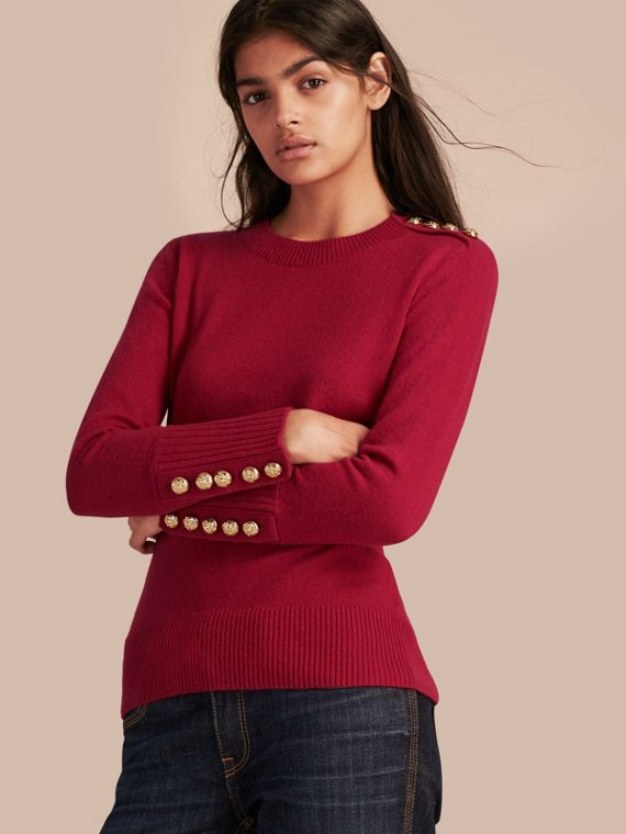 Pullover in cashmere dotato di bottoni con decorazioni in rilievo Fucsia Acceso