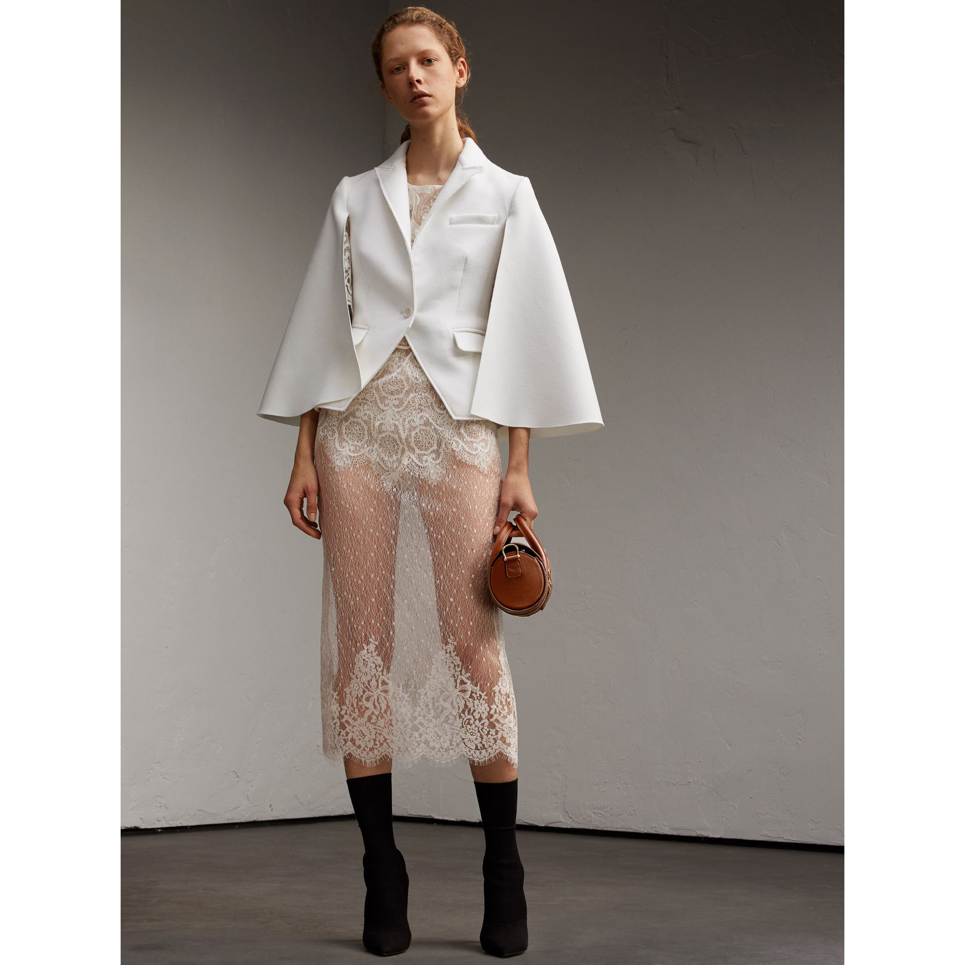 Veste cape en laine double face (Blanc) - Femme | Burberry - photo de la galerie 6