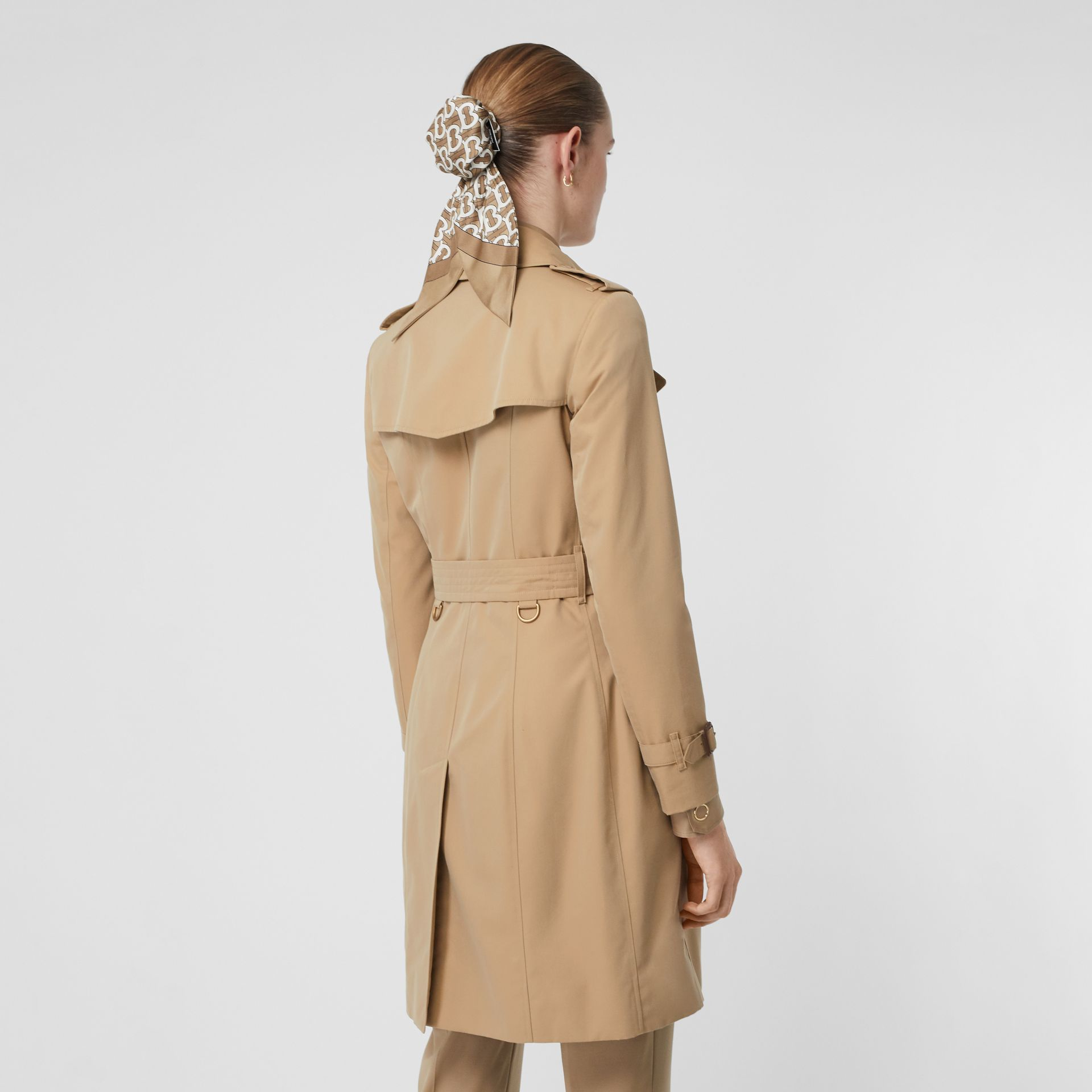 The Chelsea Heritage Trench Coat in Honey - Women | Burberry Singapore - gallery image 2