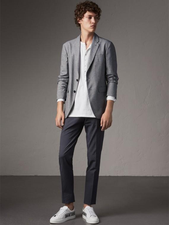 Pantalones de corte ajustado en algodón elástico con textura (Azul Marino)