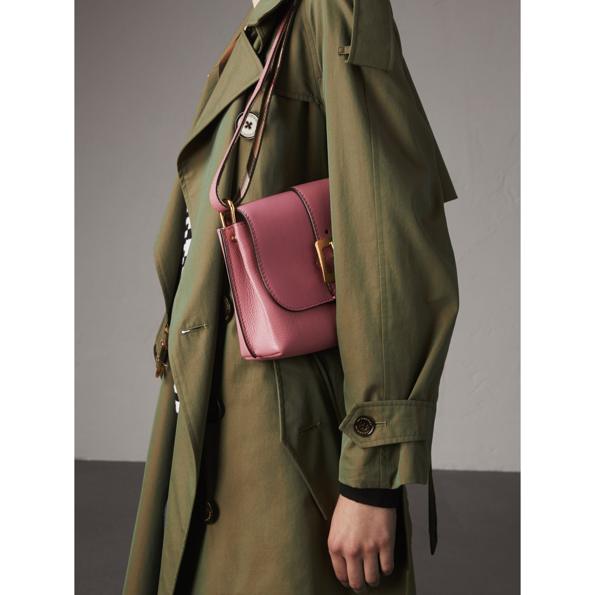 The Buckle Crossbody Bag in Leather in Dusty Pink - Women | Burberry - gallery image 4