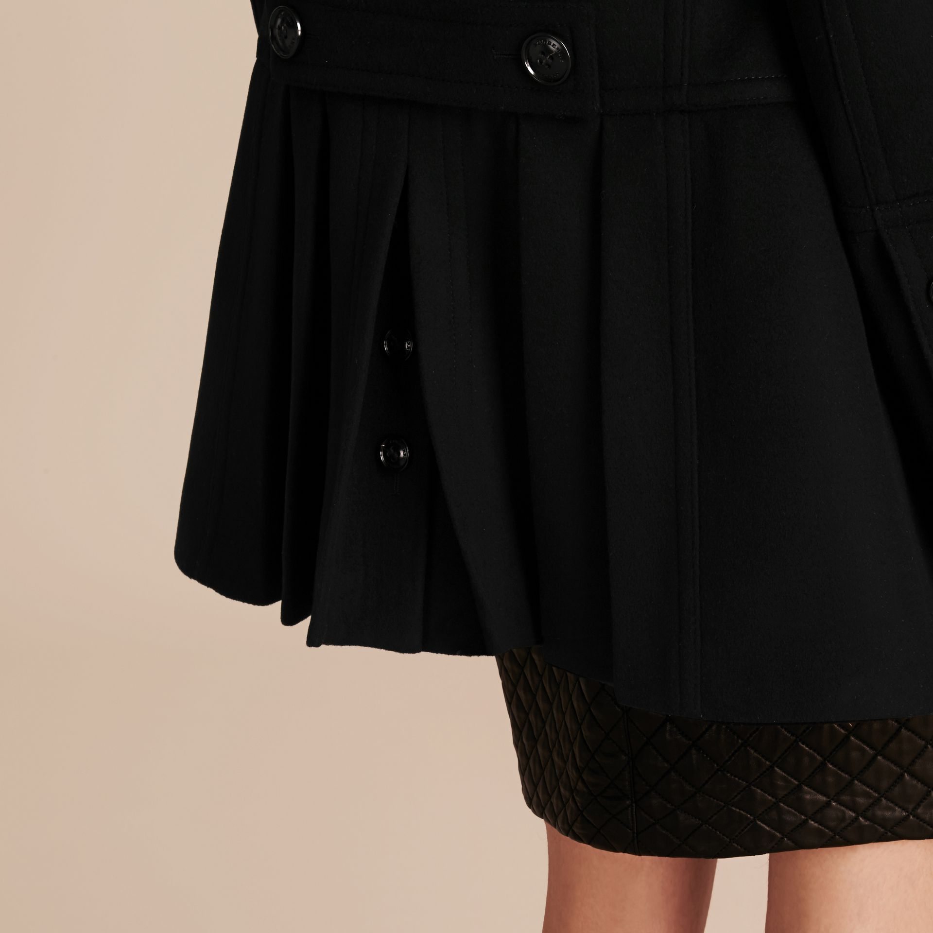 Nero Pea coat in lana e cashmere con collo amovibile in pelliccia - immagine della galleria 6