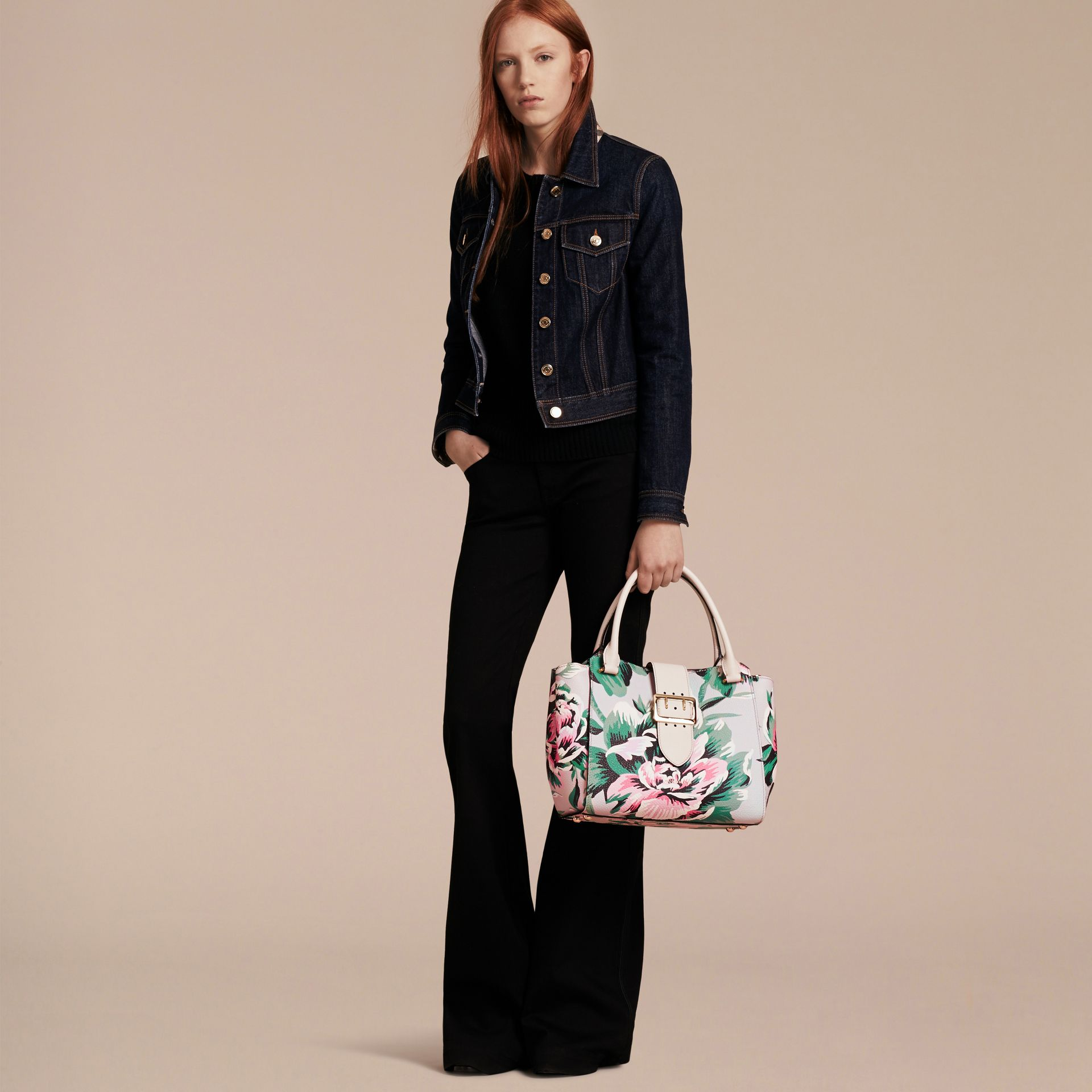 The Medium Buckle Tote in Peony Rose Print Leather in Natural/emerald Green - gallery image 4