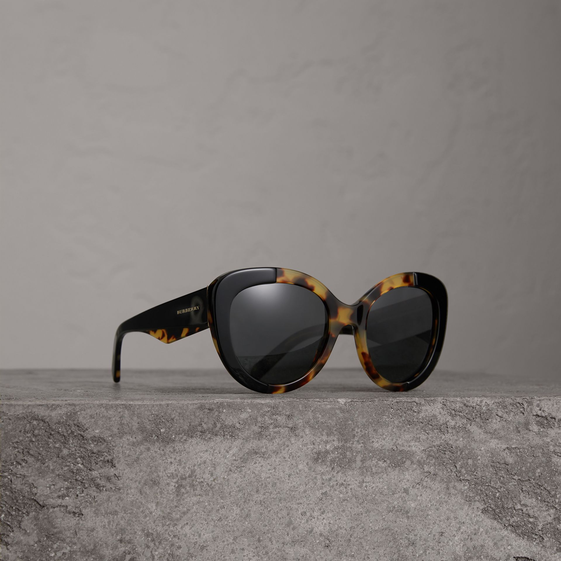 Round Frame Sunglasses in Black - Women | Burberry United States - gallery image 0