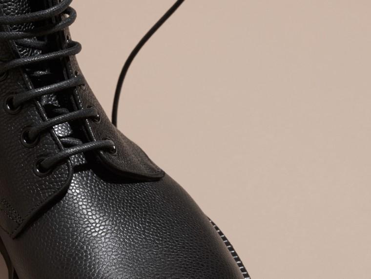 Nero Stivali con lacci in pelle a grana Nero - cell image 1