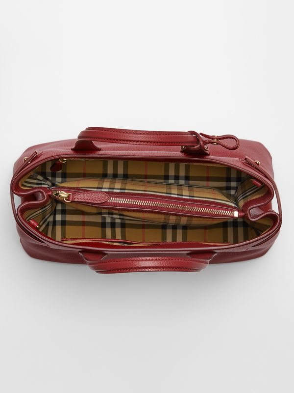 The Medium Banner in Leather with Grommeted Strap in Crimson - Women | Burberry United Kingdom - cell image 3