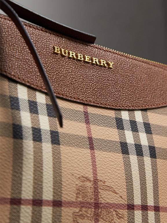 Bolsa clutch com estampa Haymarket Check e couro em dois tons (Toffee Intenso/multicolorido) - Mulheres | Burberry - cell image 1